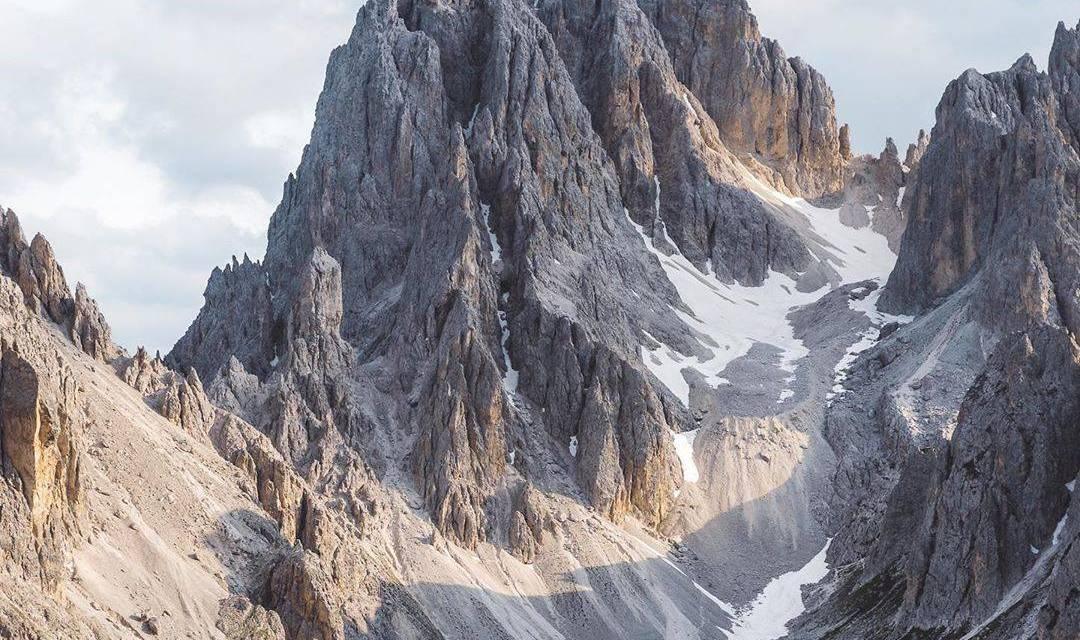 Images des sommets des montagnes italiennes