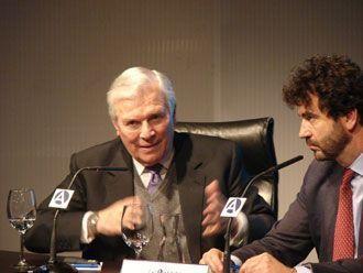 El director de Ecoanalítica con Martínez Lázaro.