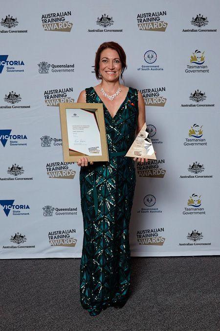 Isabel Osuna Gatty en 2016 recibió el Australian Training Award por la Excelencia en Práctica de Lenguaje, Alfabetización y Numeración