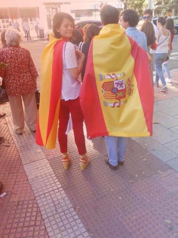 Envueltos en patriotismo SEBASTIÁN DE LA NUEZ