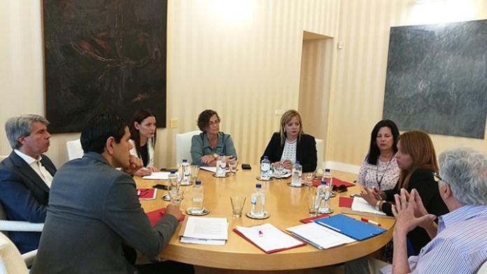 Asociaciones de venezolanos se reúnen con el gobierno de Madrid