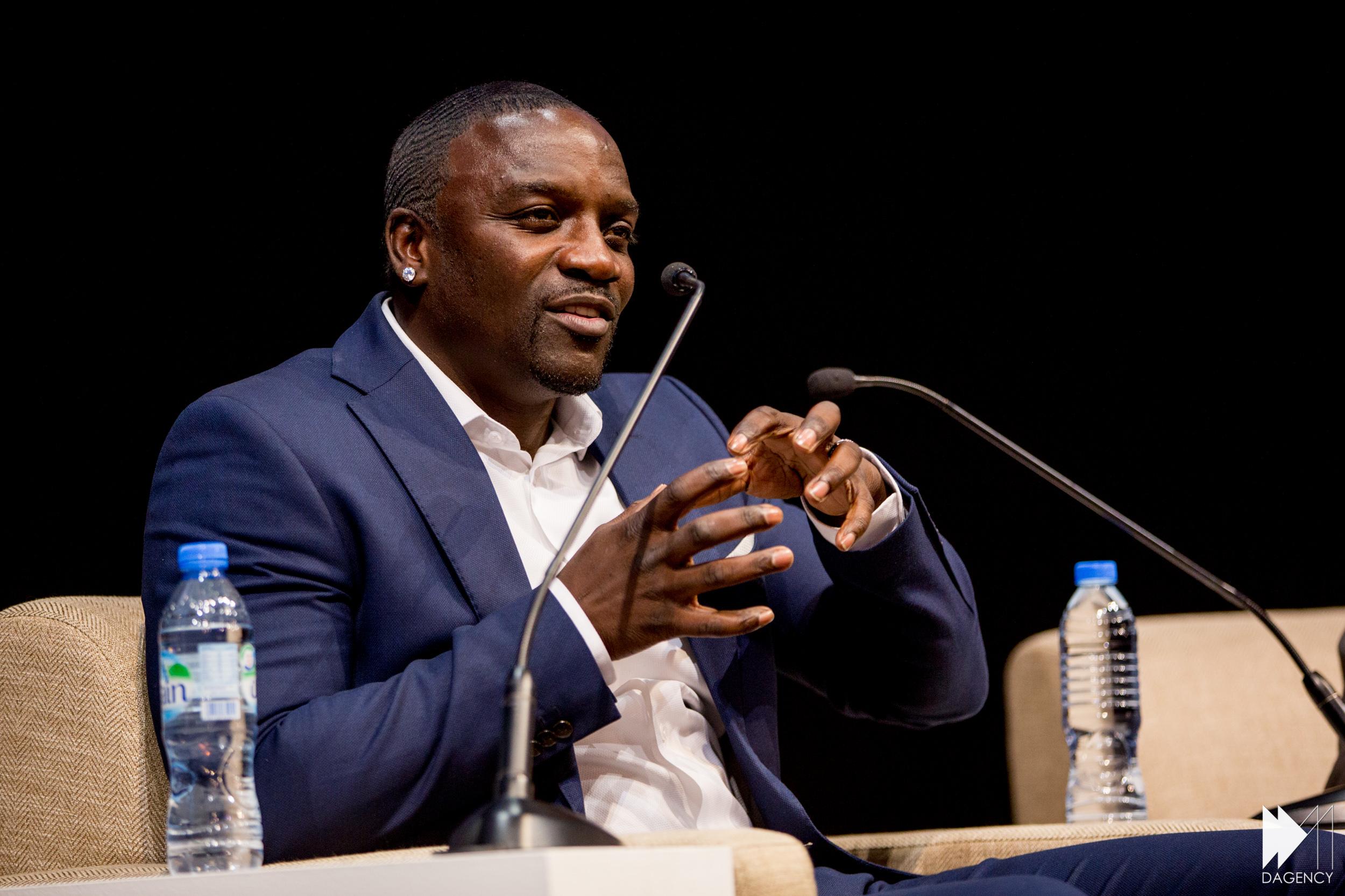 SENEGAL : le rappeur Akon va racheter 50 % de la plateforme de téléchargement