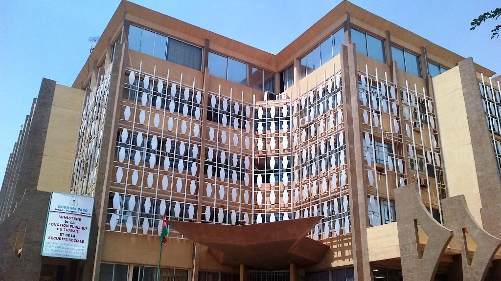 BURKINA: le FMI encourage le régime Kaboré  à réduire la masse salariale