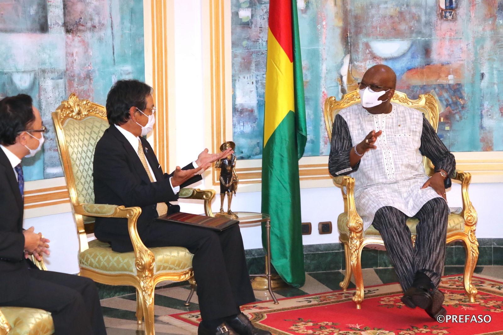 PALAIS DE KOSYAM : le président du Faso échange avec l'ambassadeur du Japon en fin de mission