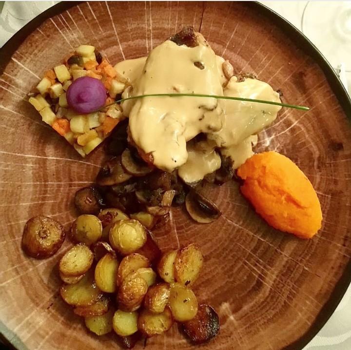 Pintade-sauce-feve-tonka