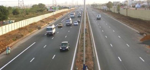 Problème de sécurité illustré par une vache en divagation sur l'autoroute à péage