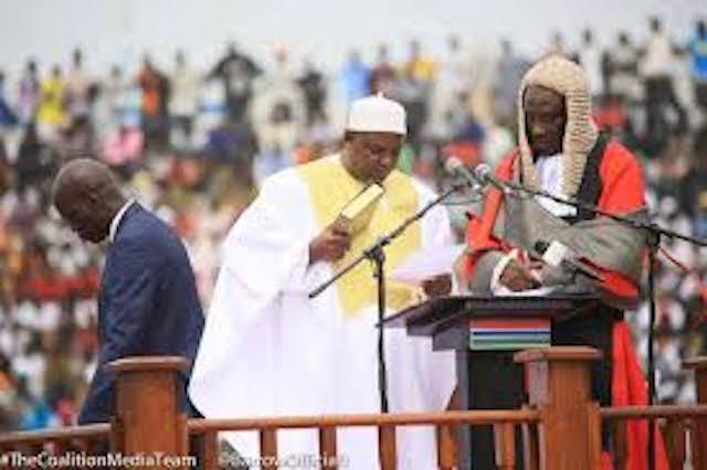 Adama Barrow a prêté serment
