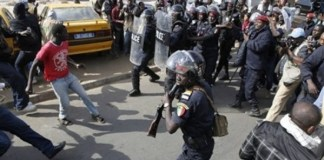 La police et les conducteurs de Jakarta