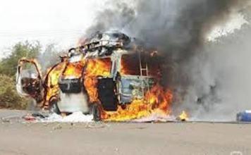 Mini car en feu