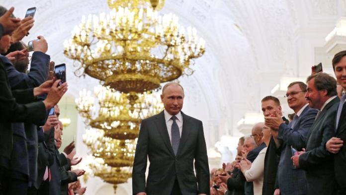 Vladimir Poutine investi