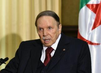 Le président algérien renonce à un 5e mandat
