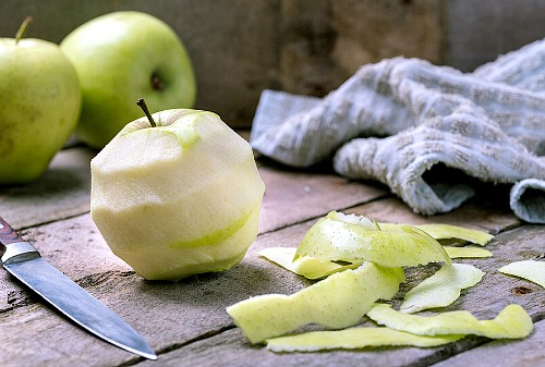 What to Do With Apple Peels- The next time you have extra apple peels left over, don't throw them away! Instead, put them to use with these super smart ways to use apple peels! | apple skins, ways to use apples, use all of an apple, reduce food waste, frugal living, #frugal #apples #ACultivatedNest
