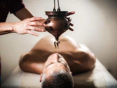 Ayurveda-masaje-Terapias-Shirodhara