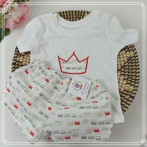 Camiseta y pantalón corto corona