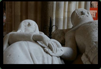 Arundel Tomb hands - credit bmeabroad