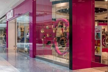 A'gaci Clothing Store A Cutting Edge Glass Mirror of Las Vegas