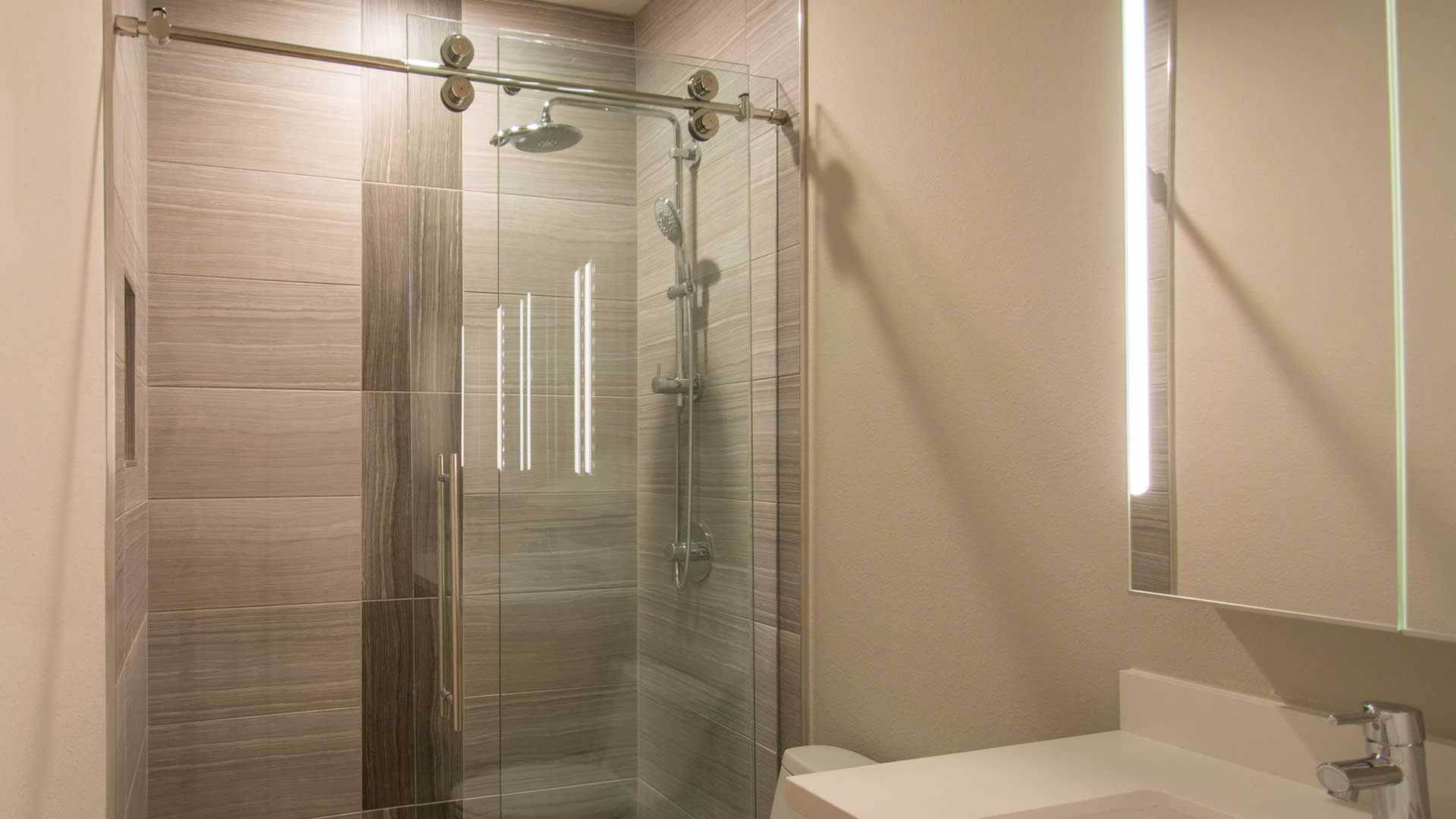 Custom Skyline Shower Door A Cutting Edge Glass Amp Mirror
