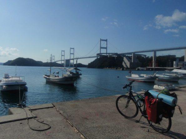 しまなみ海道の橋とキャノンデールクイック4の2ショット