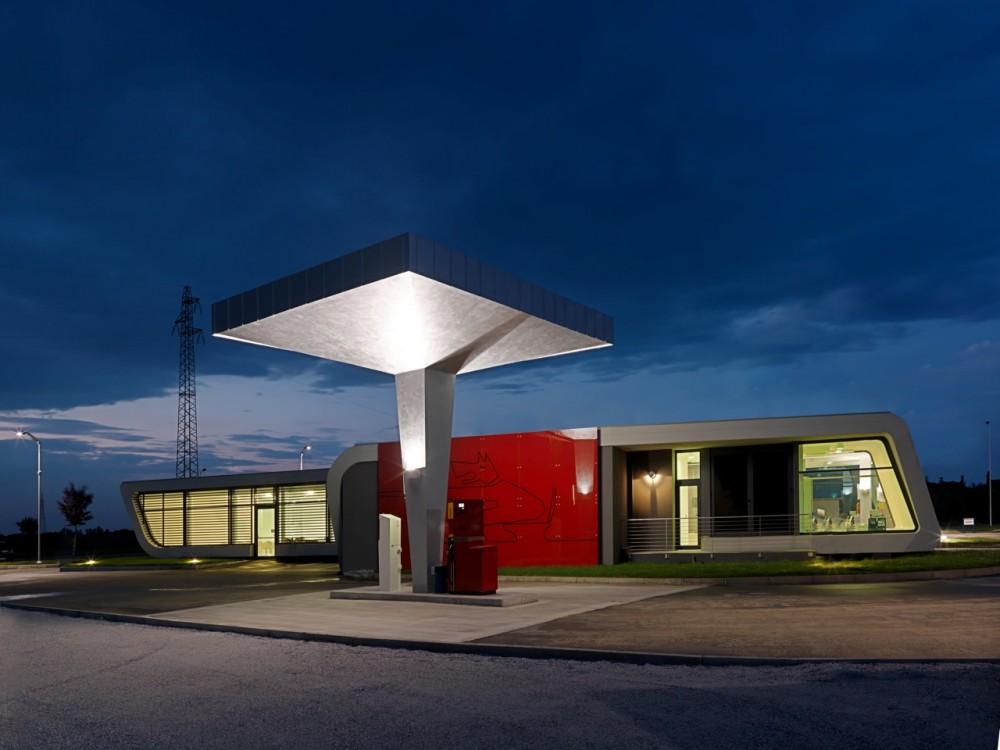Gazoline Petrol Station / Damilano Studio Architects © Andrea Martiradonna