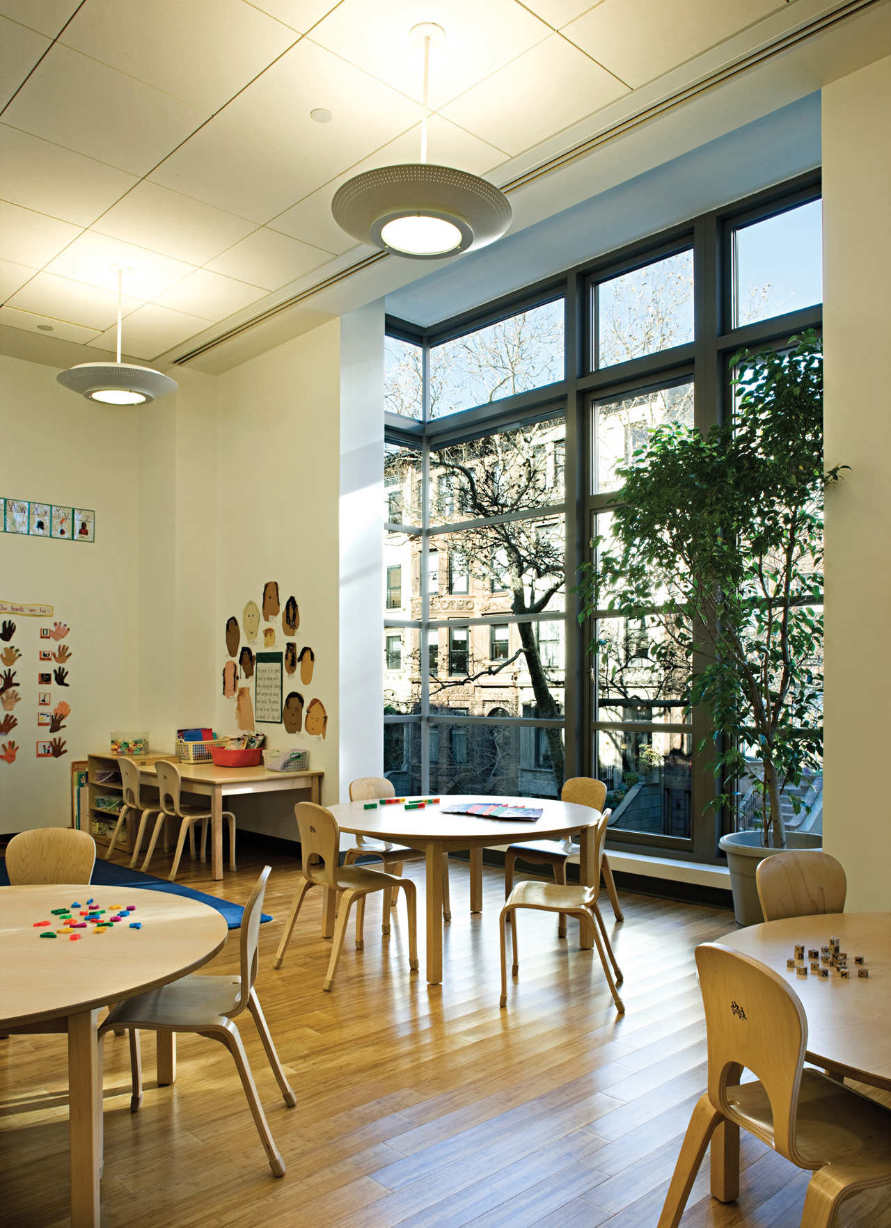 Suspended table by berstein architects - Poly Prep Lower School Platt Byard Dovell White Architects