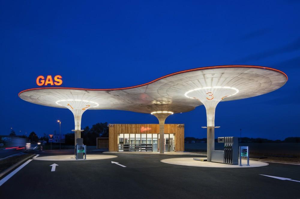 Gas Station / Atelier SAD © Tomáš Souček