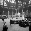 AD Classics: Pennsylvania Station / McKim, Mead & White The main concourse, 1958. Image © Nick DeWolf Photo Archive