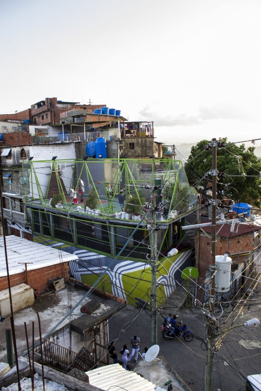 Petare, La Y 5 de Julio / Caracas [TXP Todo por La Praxis + PGRC + Pico Estudio