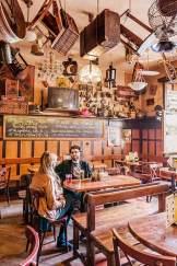 Rumpelkammer: Bar U Sadu mit großer Bierauswahl und traditionellen Gerichten.