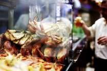 In der Vitrine der Cervejaria Ramiro warten Taschenkrebse auf ihren kulinarischen Einsatz