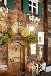 Urgemütlich: Restaurant Hus Nr. 8 in einem alten Walserhaus in Lech.