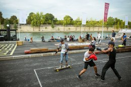 Boxenstopp: Am linken Seine-Ufer zwischen Pont de l'Alma und Pont Royal wurden die neuen Berges de Seine Wirklichkeit. Sie bieten reichlich Platz für Sportler und Flaneure.