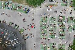 Bankgeheimnis: Der Biergarten am Chinesischen Turm im Englischen Garten. Bei gutem Wetter wird hier regelmäßig Blasmusik gespielt. Getrunken wird immer.