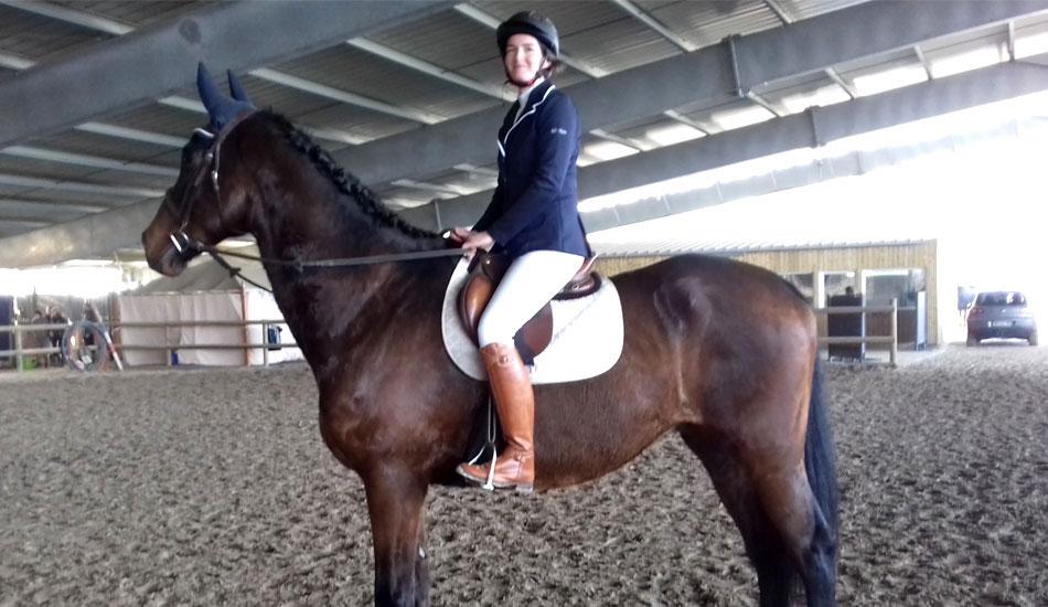 Aurélie sur son cheval Quantuveu en dressage