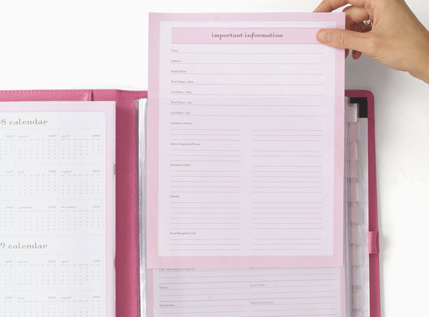 momAgenda All in One Folio: Customized household organization & free customizable printables {w. giveaway}