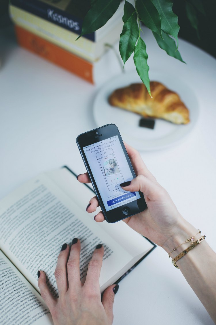 Reading while using a mobile phone