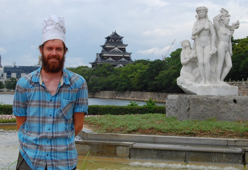 Chef with naked ladies at Hiroshima Castle