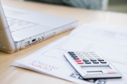 Living Paycheck to Paycheck? Project Your Income and Expenses Using a Daily Budget