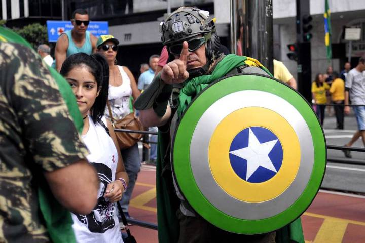 Guy in a Brazilian Captain America outfit