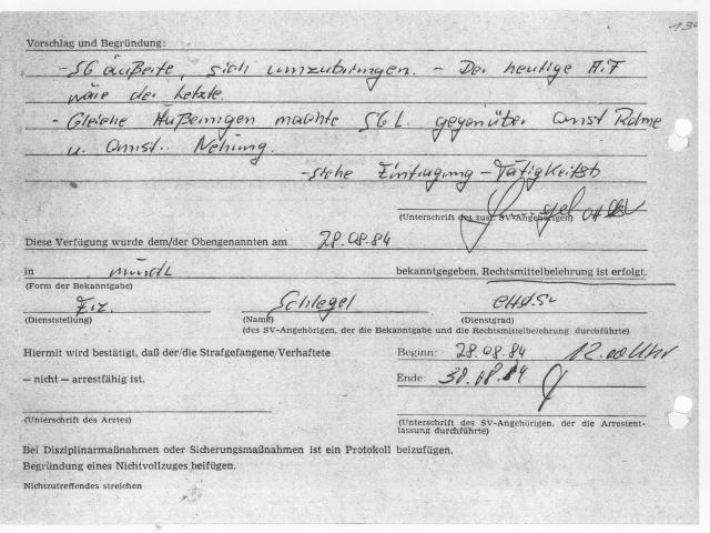 STASI-Justizexekutive und ihre Vollstrecker und Schergen lügen. Am 25.8.1984 hatte ich  mein Schreiben an Minister Mielke angefertigt und  vor dem Betreten des Hof 1 an RASIERKLINGE abgwegeben. Eine der zwei mitgeführten Abschriften fand der Scherge und nahm es mit ins Haus 6. Nach 20 Minuten wurde ich vom Hof geholt und in die Absonderung des Hauses 6 ans Bett gekreuzigt.