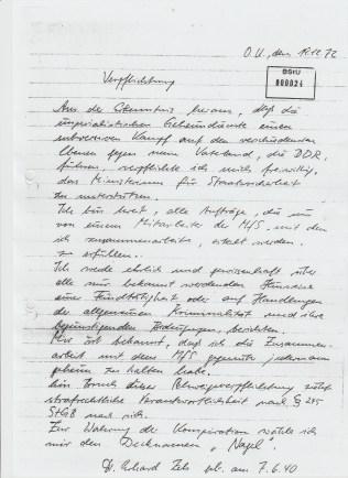 """""""Ich bin bereit, alle Aufträge, die mir von einem Mitarbeiter des MfS, mit dem ich zusammenarbeite, erteilt werden zu erfüllen. Ich werde ehrlich und gewissenhaft über alle mir bekannt werdenden Hinweise einer Feindlichkeit oder Handlungen der allgemeinen Kriminalität und ihre begünstigenden Bedeutungen, berichten."""" - Er war der eiskalte skrupellose Vollstrecker der """"lückenlosen Medizinischen Behandlung"""" von Adam Lauks - Alias Objekt """"Merkur"""" 1982 - 1985."""