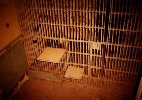 In diesem Käfig darbten Menschen ohne Würde meistemns 21 Tage und Nächte
