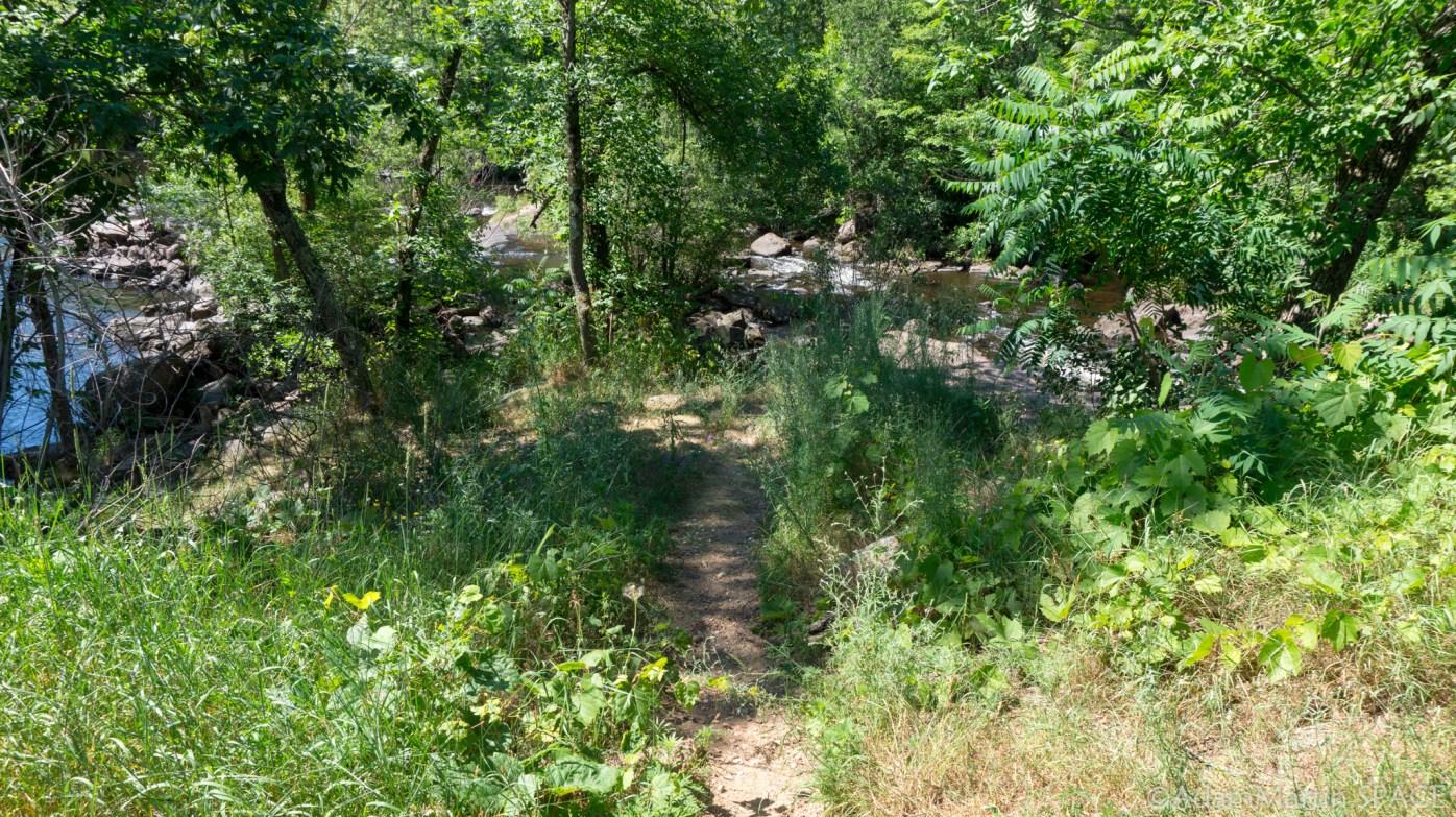 Big Falls - Narrow hiking path