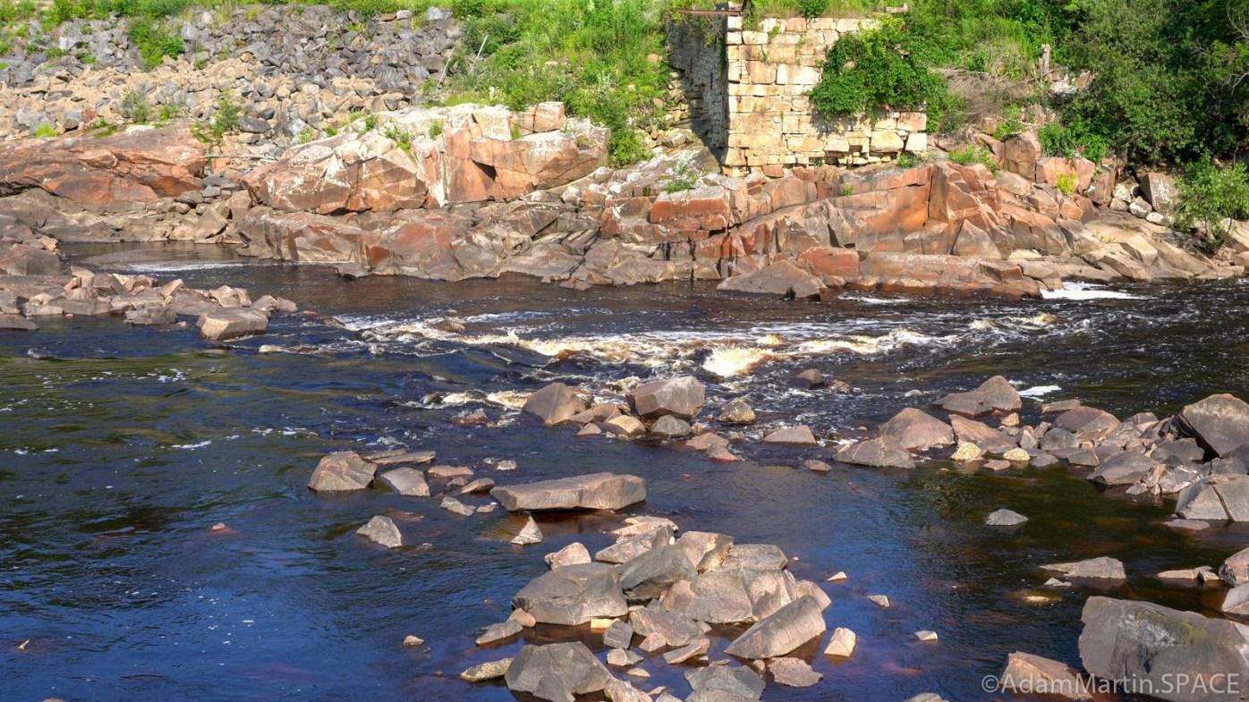 Ni-ho-kha-wa-ne-ey-ja - Lower of the two main rapids/falls