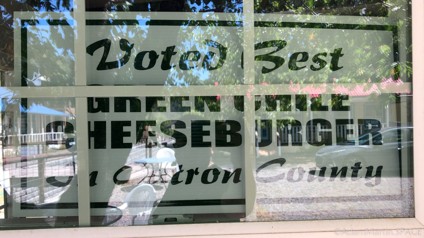 """Mogollon, NM - The Purple Onion Cafe """"Best Green Chile Cheeseburger"""" sign"""