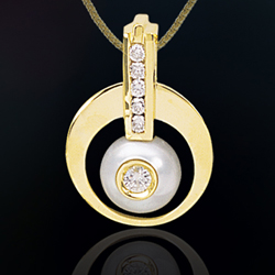 Diamond pendant 900