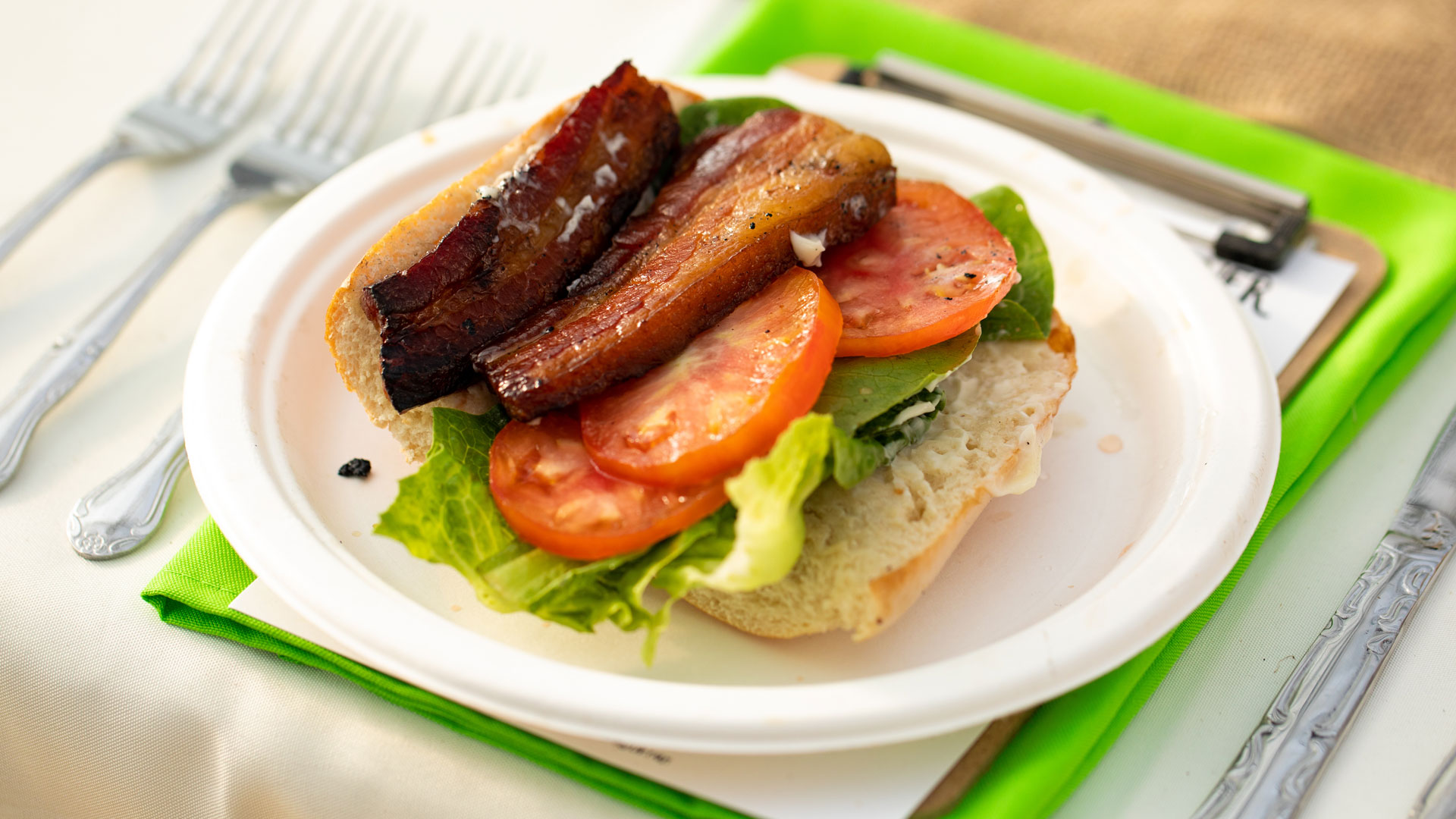 banging-blt-smoking-swine-LHP-farm-to-table-dinner ©Kelly Heck Photography