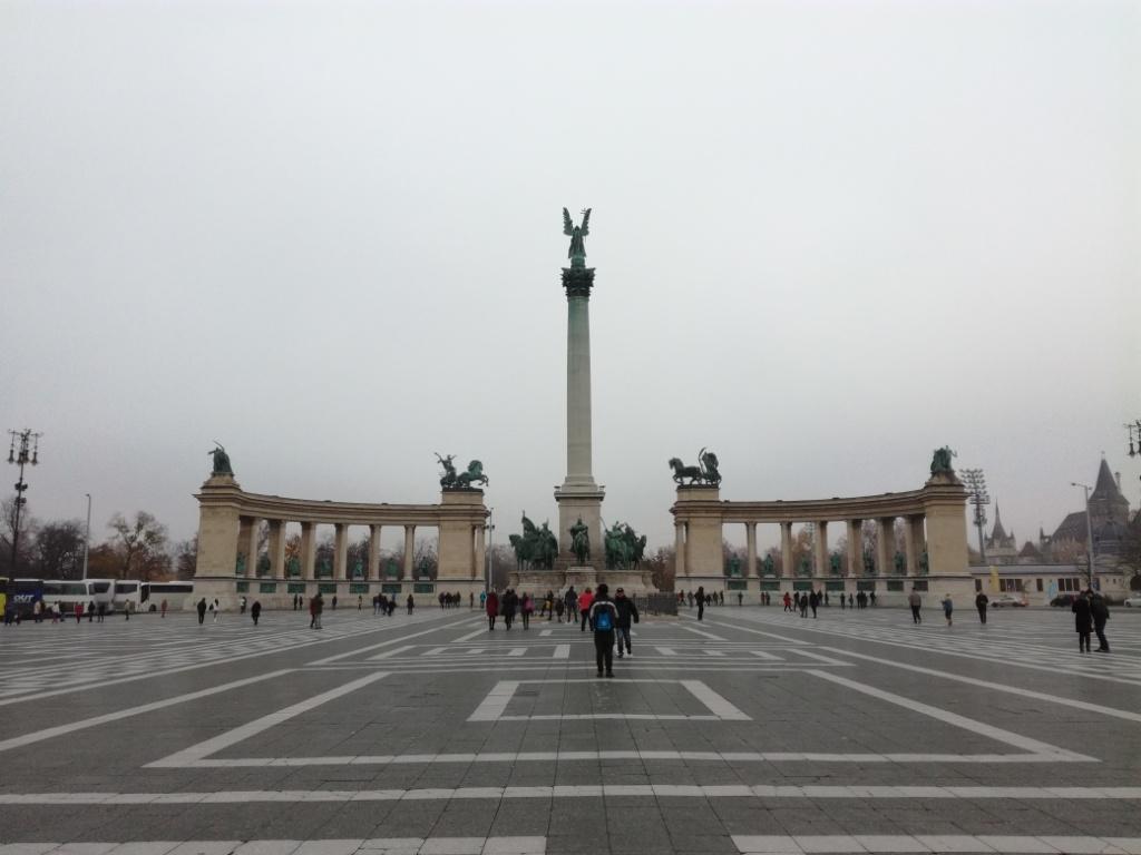 namestie hrdinov budapest madarsko