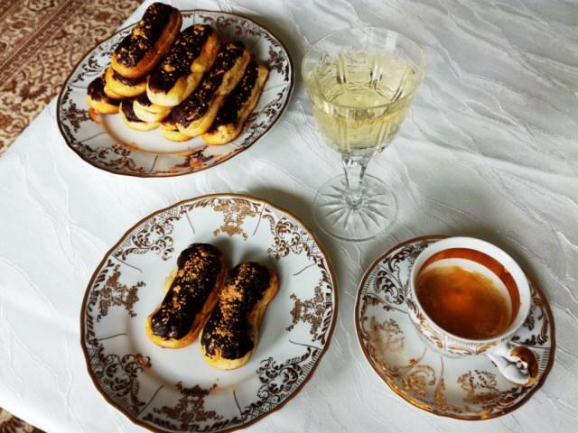 cokoladou potrete eclair francuzsky vanilkovy krem jedle zlato dezert vecera 1. trieda titanic