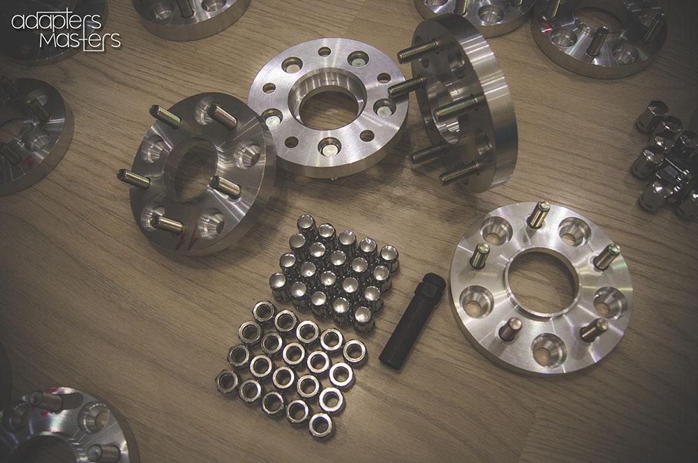 Na_kamaro_ot_GTR-1.-Adapters-Masters.-Колесные-проставки-и-адаптеры