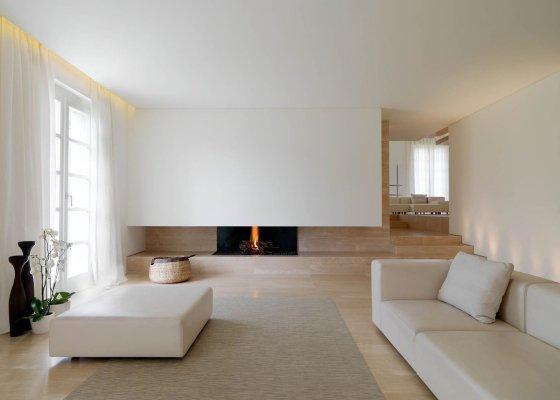 diseño interior minimalista con chimenea